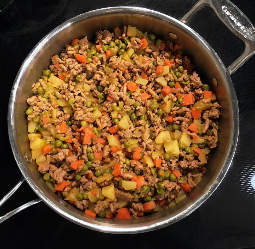 Ground Turkey With Carrots Peas And Potatoes Leanmeankitchen A Healthy Recipe Blog Leanmeankitchen
